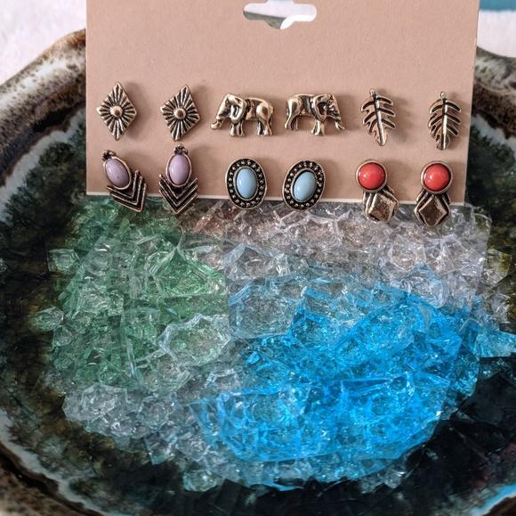 Jewelry - ♦️ B2G1FREE♦️Set of 6 Earrings